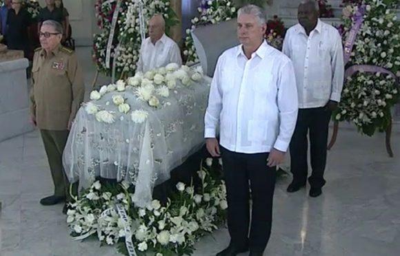 Máximas autoridades del Partido y del Estado cubanos rinden tributo a Alicia Alonso (+Fotos)