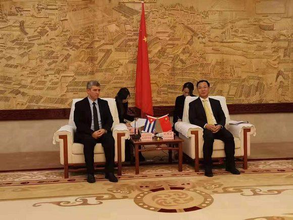 Ministro cubano de Comunicaciones intercambia con viceministro chino de Administración del Ciberespacio