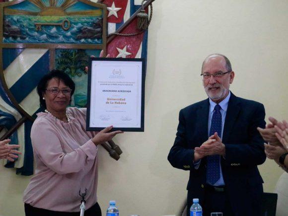 Felicita Díaz-Canel a Universidad de La Habana, primera acreditada por la UDUAL