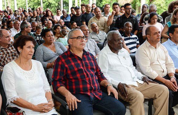 Esteban Lazo Hernández acompañado por Luis Antonio Torres Iribar y Ena Elsa Velázquez Cobiella, ministra de Educación. Foto: Marcelino Vázquez/ACN