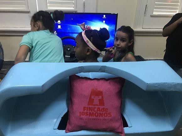 Los niños pueden acceder a áreas de robótica y salas de idiomas. Foto: Dinella García/Cubadebate.