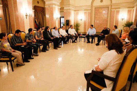 Intercambia Nicolás Maduro con intelectuales y artistas cubanos