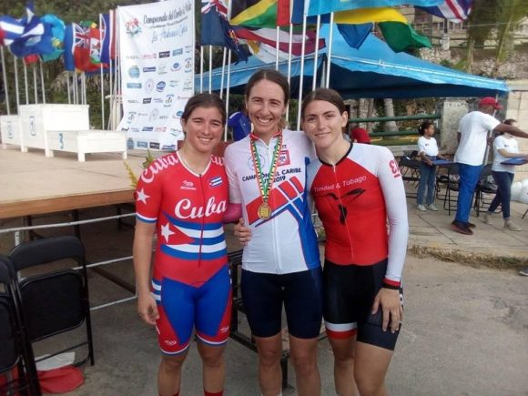 Ciclistas de Bermudas dominan contrarreloj en cita caribeña con escenario en Cuba