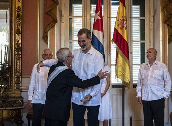Rey de España entrega a Leal Gran Cruz de la Orden de Carlos III (+Fotos)