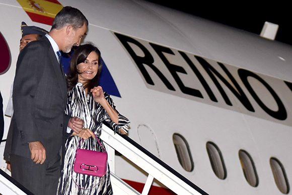 El rey y la reina de España llegan a Cuba en visita oficial