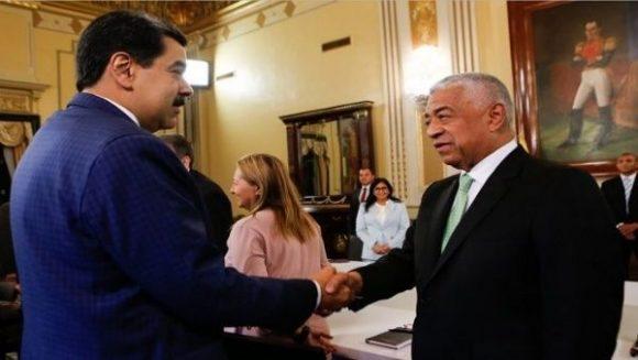 Diálogos con la oposición conducen en Venezuela a estabilidad política