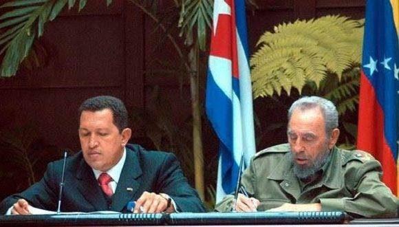 Fidel junto a Hugo Chávez Frías en la inauguración de la Alternativa Bolivariana para las Américas (ALBA). Foto: Radio Rebelde.