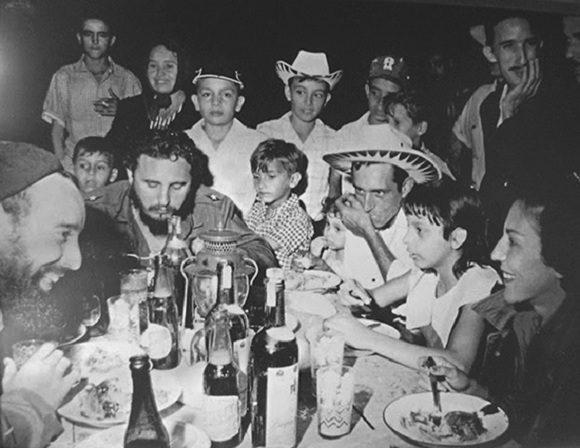 Hace 60 años, la Nochebuena de Fidel Castro con los carboneros (+ Fotos)