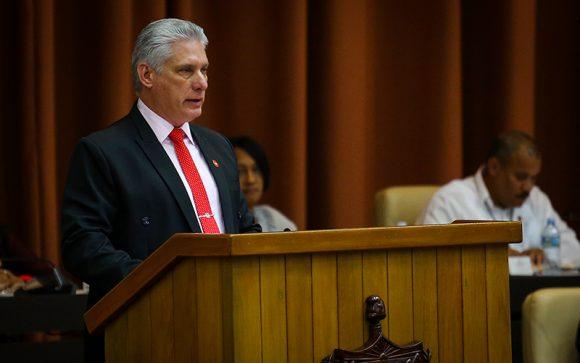 El presidente cubano, Miguel Díaz-Canel inicia discurso de clausura. Foto: Irene pérez/ Cubadebate.