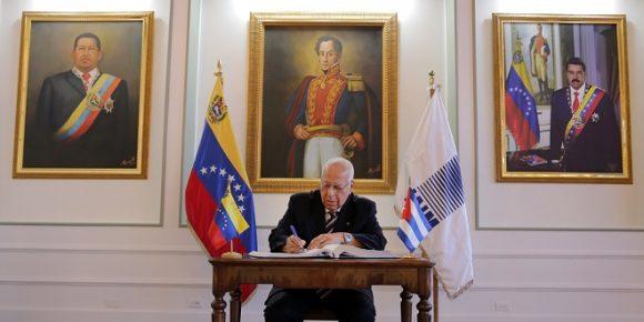 Viceprimer ministro cubano, Ricardo Cabrisas, asiste a Comisión Intergubernamental en Venezuela