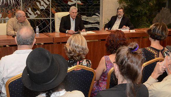 Intercambia Díaz-Canel con jurado del Premio Casa de las Américas