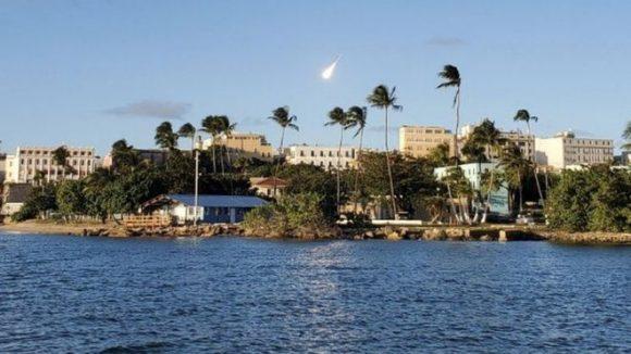 Captan cámaras enorme 'bola de fuego' sobre las costas de Puerto Rico