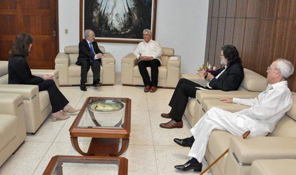 Director de Real Academia Española visita Cuba