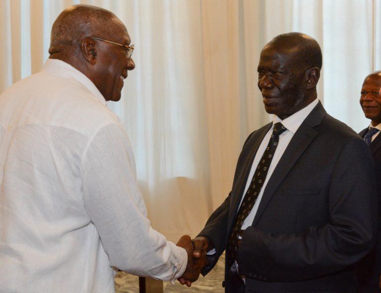 Vicepresidente cubano recibe a su homólogo de la República de Uganda (+Fotos)