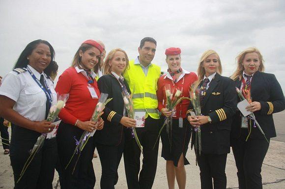 Por primera vez en Cuba tripulación completamente femenina en un vuelo comercial