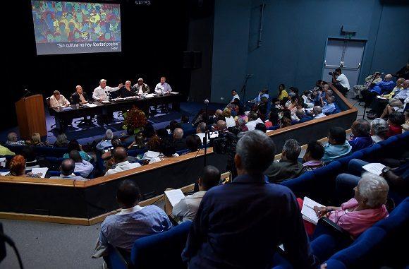 Destaca Díaz-Canel necesidad de pensar y actuar como país desde la Cultura
