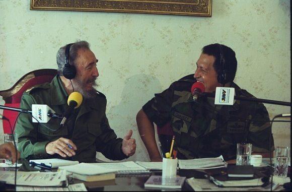 """Chávez a Fidel: """"Yo para eso no tengo complejos, ¡padre te llamo delante del mundo!"""""""