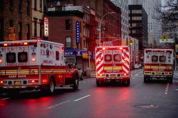 Ambulancias paramédicos Nueva York EEUU COVID 19