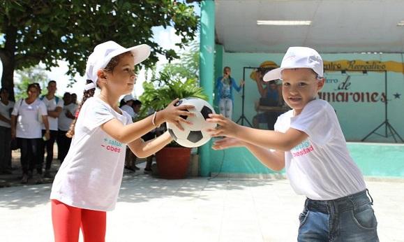 Las niñas también quieren jugar a la pelota