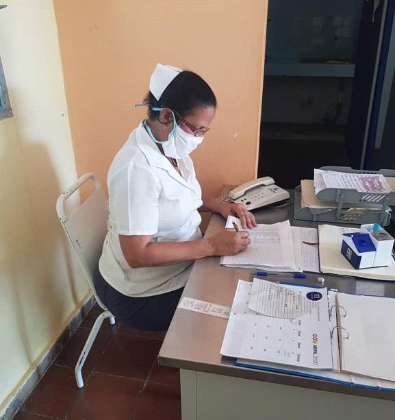 Enfermera Leslie Hechevarría Nassar, con casi tres décadas de trabajo en la atención primaria de salud. Foto: Cortesía de la entrevistada.