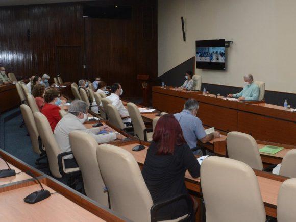 Presidente cubano reconoce las capacidades del país para enfrentar situaciones complejas desde la ciencia y la innovación