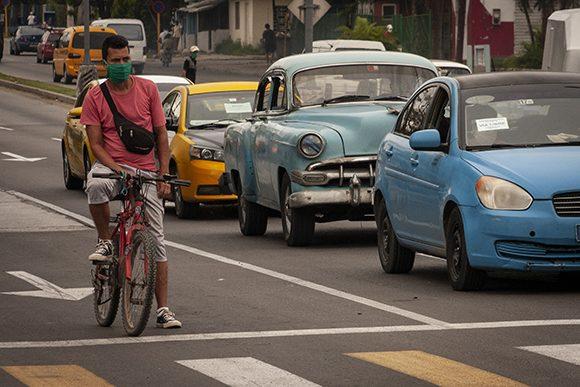 Establecen póliza obligatoria para conductores profesionales en Cuba