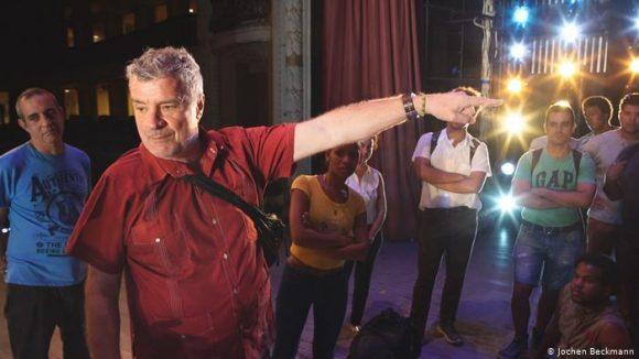 """Andreas Baesler, en el Teatro Lírico Nacional de Cuba, con el que ha presentado obras como La Flauta Mágica o Fidelio: """"Las sanciones no afectan al Gobierno cubano, sino al pueblo."""" Foto: DPA"""