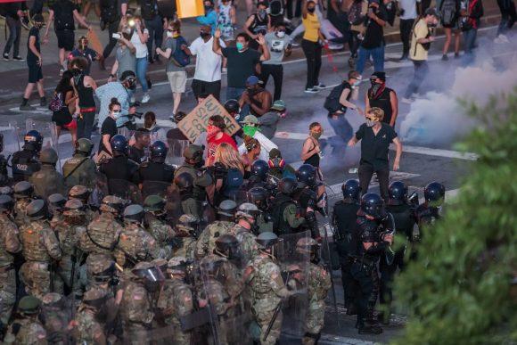 La policia dispara gases lacrim%C3%B3genos en Atlanta