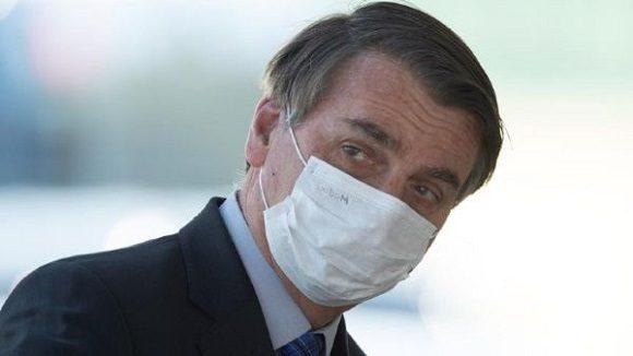 La Justicia determina que Bolsonaro sea multado si no usa mascarilla