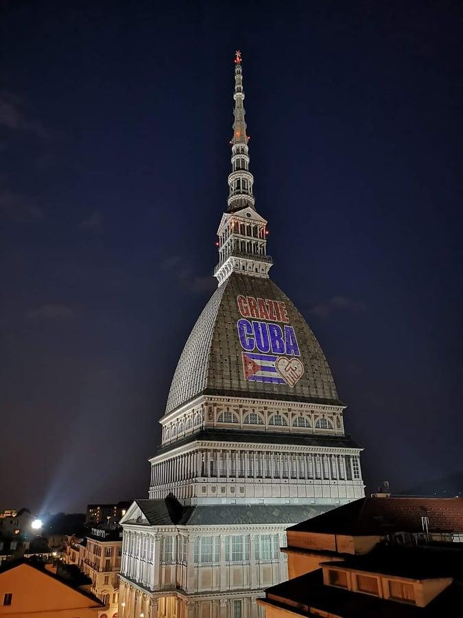Edificio emblemático de Turín refleja agradecimiento a Cuba por apoyo contra la pandemia
