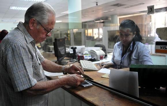 En Camagüey, pensionados y jubilados ya cobran mediante nómina electrónica