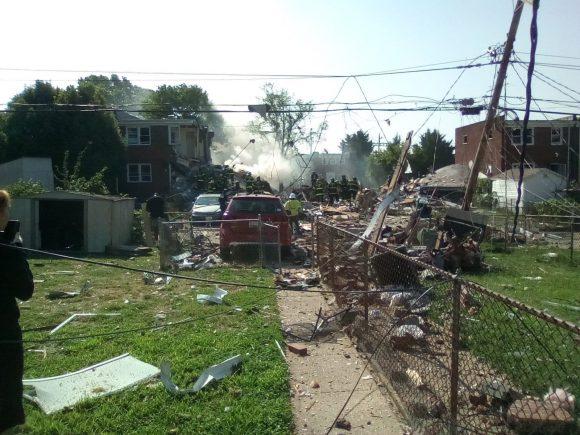 Explosión en Baltimore destruye tres casas; reportan personas atrapadas en escombros