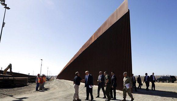 Trump financiará muro en la frontera con impuesto a autos que crucen desde México