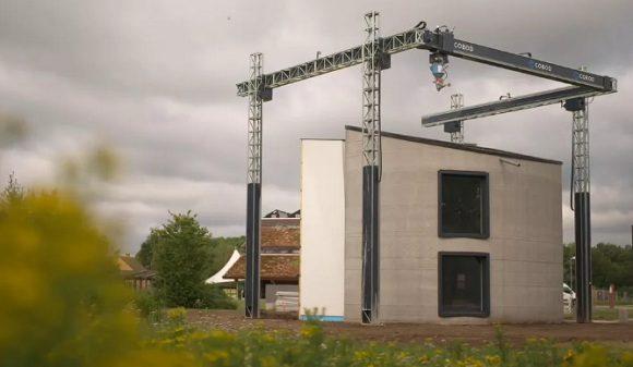 La casa de dos pisos que imprimió una enorme impresora 3D de cemento