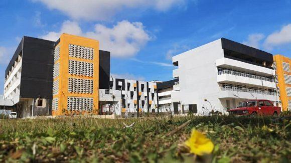 La edificación sede se encuentra en fase de terminación, pues la culminación del proceso inversionista coincidió con el regreso de la ciudad a la fase de transmisión autóctona de la COVID-19