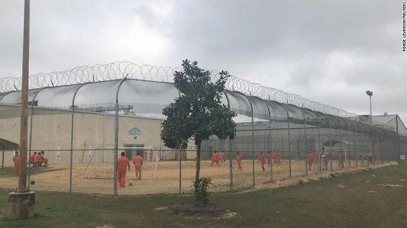 Denuncian esterilización sin consentimiento a inmigrantes en centro de detención estadounidense