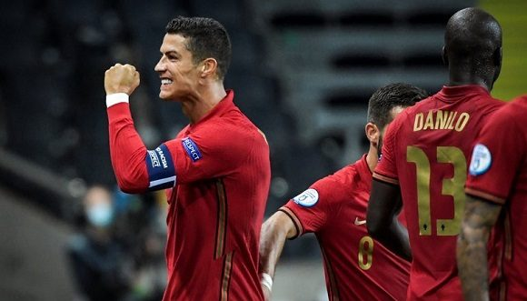 Cristiano Ronaldo, segundo futbolista en la historia que marca 100 goles con una selección nacional