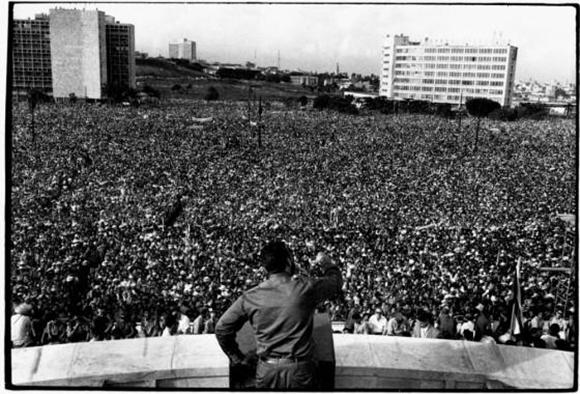En la Plaza Cívica (actual Plaza de la Revolución), Fidel pronunció un vibrante discurso ante más de un millón de cubanos el 2 de septiembre de 1960. Foto: Raúl Corrales/ Granma.