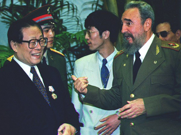 El 21 de noviembre de 1993, el secretario general del PCCh, Jiang Zemin, mantuvo cordiales y fraternales conversaciones con el Comandante en Jefe, Fidel Castro, en su visita a Cuba.