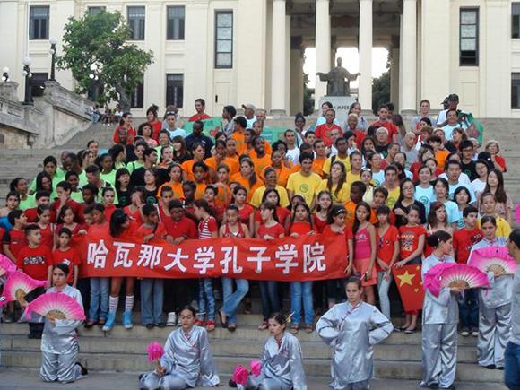 Los gobiernos de Cuba y China mantienen convenios de intercambio de estudiantes para el aprendizaje del idioma español en jóvenes chinos y de la lengua mandarín para los cubanos. Foto: Instituto Confucio.