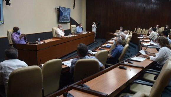 El Presidente Díaz-Canel volvió a insistir en la necesidad de ser disciplinados para acabar de cortar el contagio en la capital. Foto: Estudios Revolución.
