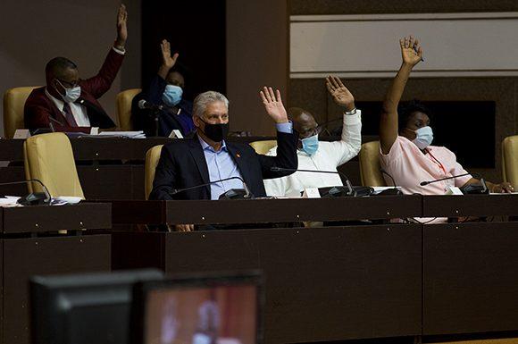 La Asamblea Nacional del Poder Popular (ANPP) aprobó este miércoles cuatro leyes que fortalecen la institucionalidad del Estado cubano. Foto: Irene Pérez/ Cubadebate.