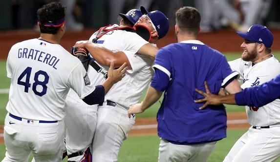 Los Angeles Dodgers derrotan a los Tampa Bay Rays y ganan la Serie Mundial por primera vez desde 1988