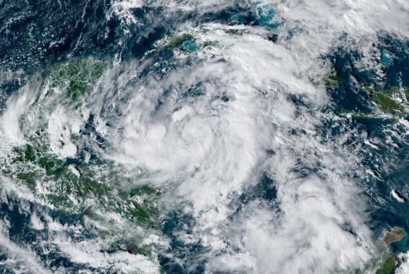 Vigilancia en Cuba ante depresión tropical 28 (+Fotos y Cono de trayectoria)