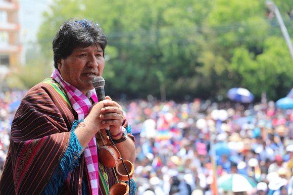 Evo pide a los bolivianos acompañar y cuidar al presidente Luis Arce