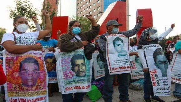 Detienen a militar clave en el caso de los 43 normalistas de Ayotzinapa