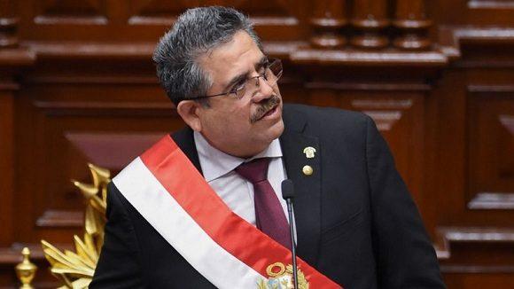 El presidente interino Merino renunció ante las violentas protestas — Perú