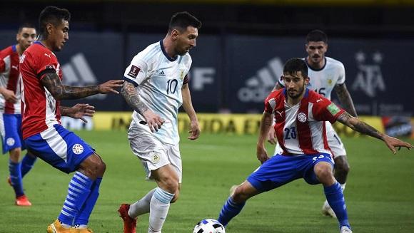 Lionel Messi jugó desde el inicio y le invalidaron un gol.
