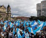 Los manifestantes exigen el veto a los presupuestos de 2021, así como la renuncia del presidente Giammatei. Foto: Reuters.