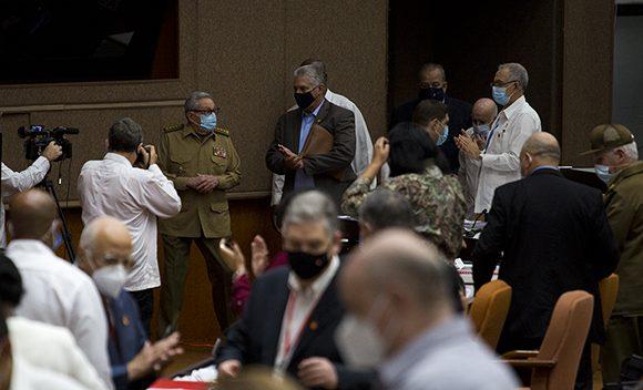 Raúl y Díaz-Canel asisten a sesión de la Asamblea Nacional del Poder Popular